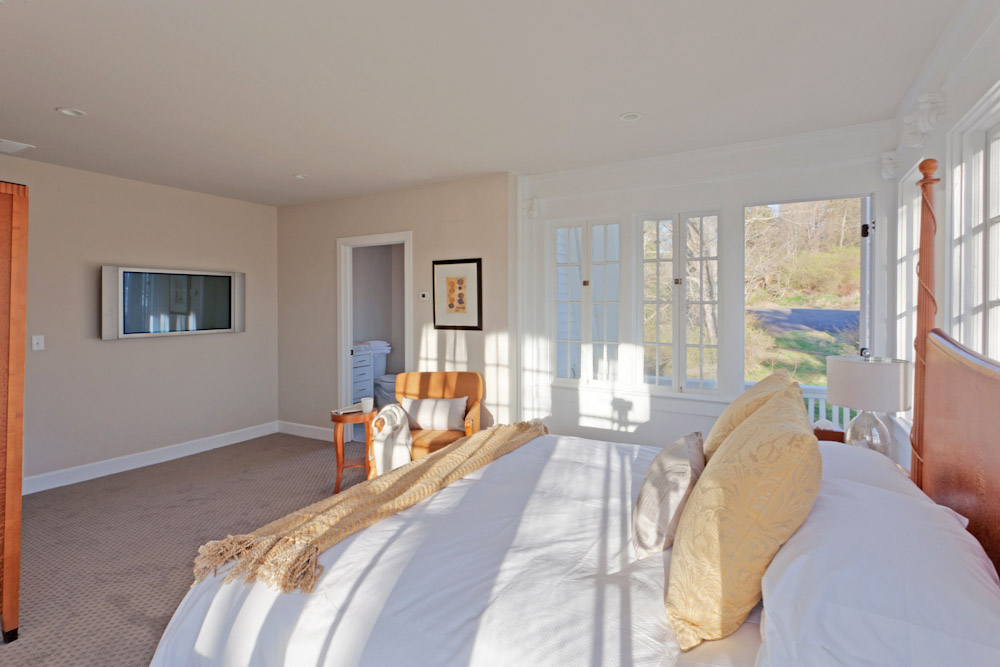 The Mansion at Noble Lane: Our rooms are sun-filled and waiting for you